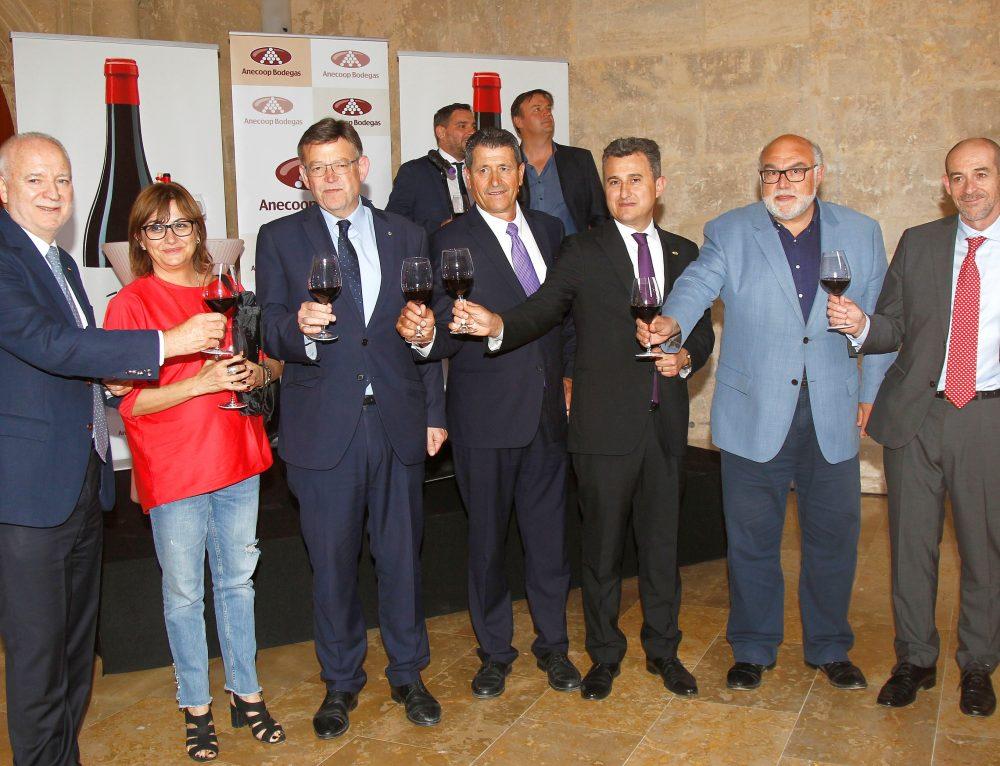 Vinos de La Viña y Anecoop Bodegas presentan en sociedad el tinto de alta gama Los Escribanos