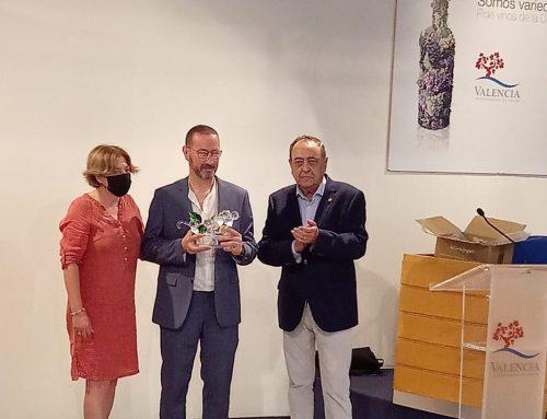 Fernando Tarín, director técnico de Bodegas Reymos, recibe el premio al Mejor Enólogo de 2019